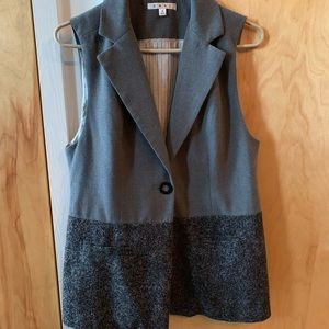 Cabi Grey Vest.  Perfect 4 work or w jeans! ♥️